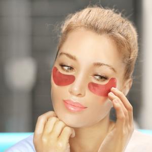woman using dark circles patches